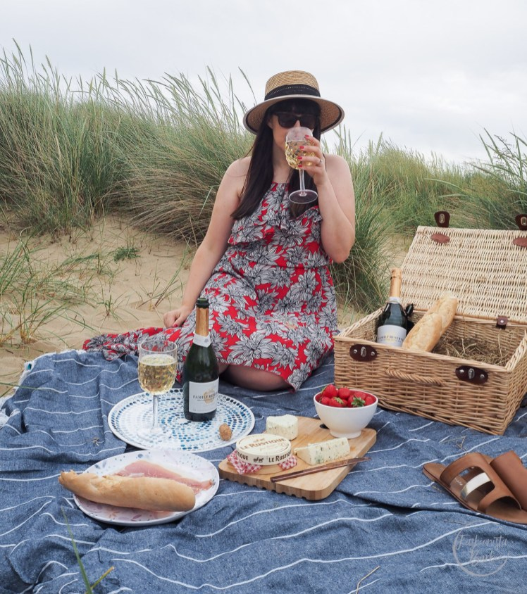 Thatchers Family Reserve, Thatchers, Beach Picnic, Summer Celebrations, Summer Drinking, Drinking, Celebration, Beach, Lifestyle Blogger, Fashionista Barbie,