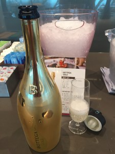 bottega gold wine first class lounge korean airlines