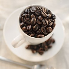 Calories: zero Black coffee is one of the lowest-calorie drink choices around, and it's a great weight loss ally. Coffee alters levels of gut peptides, the hormones naturally released to control hunger or fullness. Coffee drinkers may be at lower risk of liver and colon cancer, type 2 diabetes, and Parkinson's disease, and it may help you live longer: A 2008 study found that women who drank coffee regularly—up to six cups a day—were less likely to die of various causes during the study than their non-coffee-drinking counterparts. What's more the caffeine in coffee can speed up metabolism and fat-burning, which helps lower your risk of type 2 diabetes and obesity.