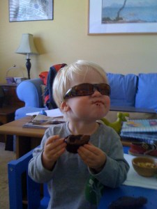 E in his shades, with treat