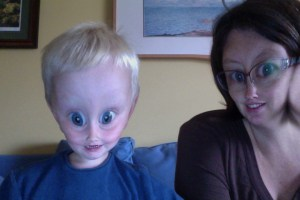E and Mama aliens photo booth