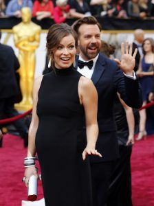 441039-2014-oscars-red-carpet-pregnant-olivia-wilde-and-fiance-jason-sudeikis