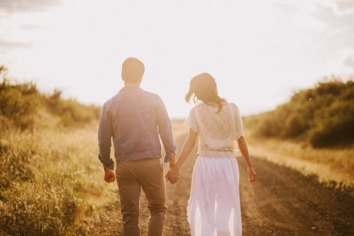 couple-walking-holding-hands_494733