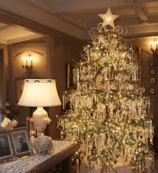 Christmas tree, Victorian styling, Crystal ornaments, Antique-white decor