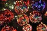 1-Christmas-ornaments-out-of-focus-559384_960_720