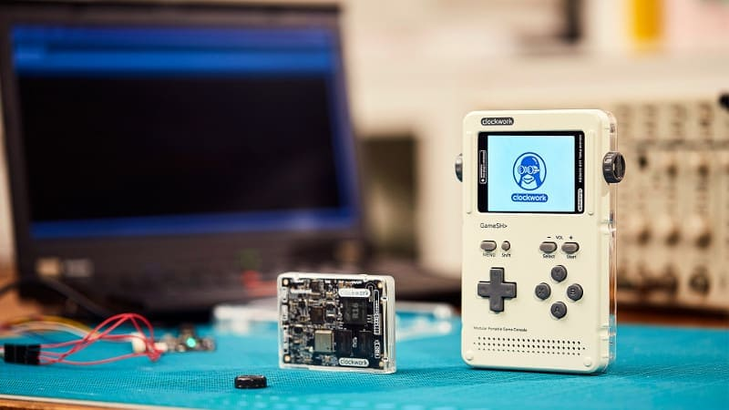 GameShell is a Linux based modular retro gaming console