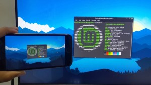deskreen app to mirror Linux screen with other devices