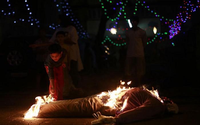 old-man-burning-tradition-goa