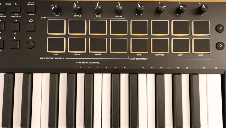 M-Audio Oxygen Pro 49 - DRUM PADS AND KNOBS