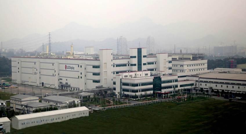 Azoti vdekjeprurës rrjedh në fabrikën LG1111
