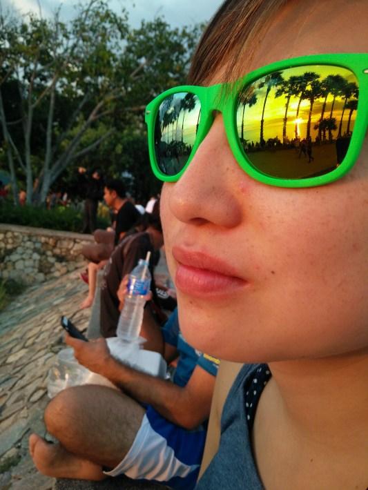 Look at Kanaha's sunglasses!
