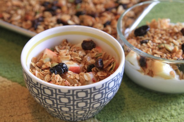 Easy, healthy granola recipe - itsjoulife.com