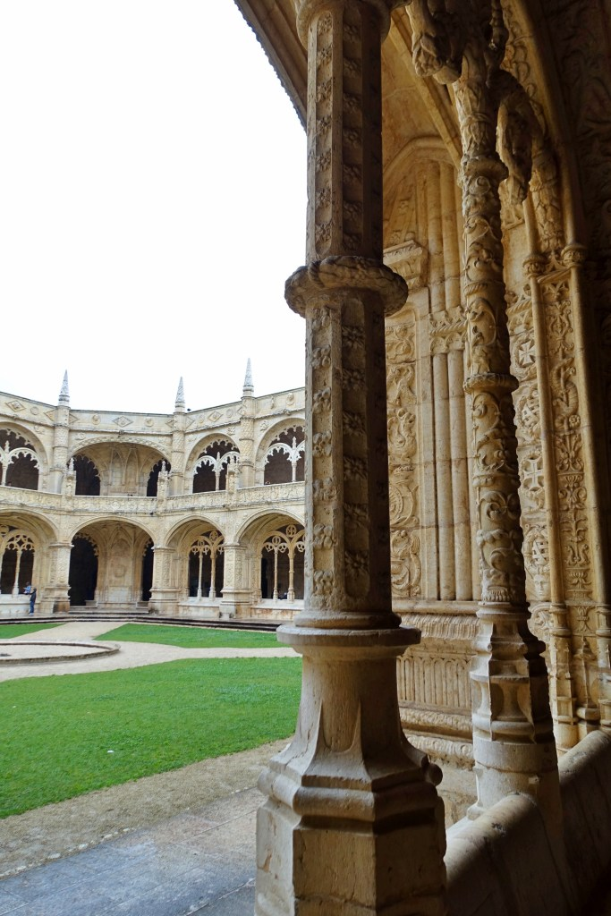 Courtyard view of Jerónimos Monastery on a rainy day
