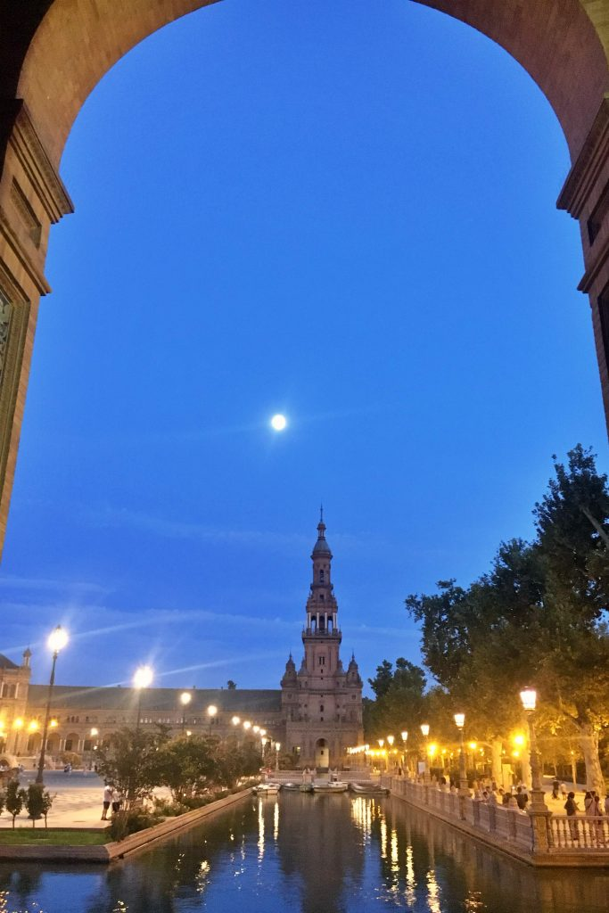 Plaza de Espana canal with moon