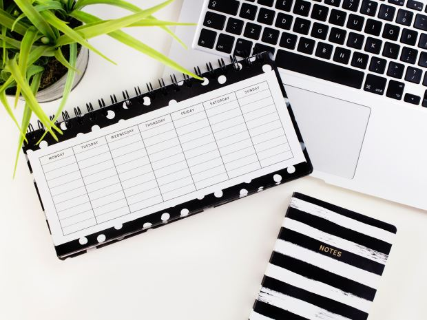 Weekly desk planner for DMO
