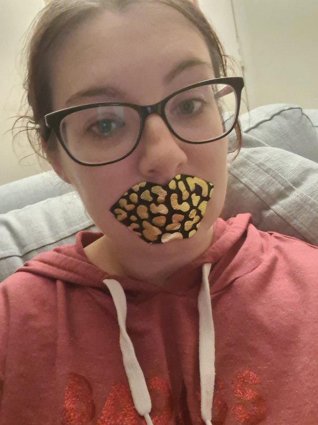 Pouts out lip masks