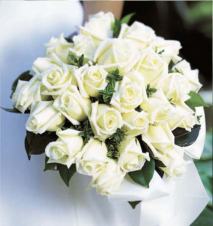 White-flowers-decoration style-for-wedding ceremoney