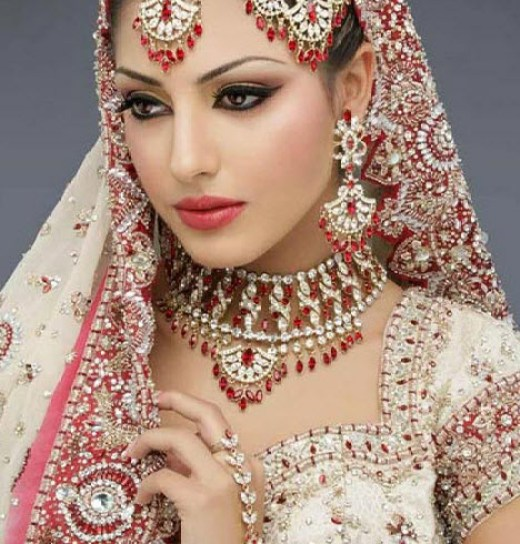 World most expensive and longest bridal dress in india for Most expensive wedding dress in india