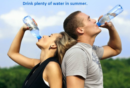 girl-guy-drinking-water-in-summer-season