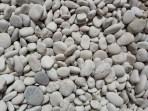 Kiezelstrandje. Waar we steentjes hebben gezocht voor de terrorist. De terrorist houdt niet alleen van ezels nl, maar ook van stenen.