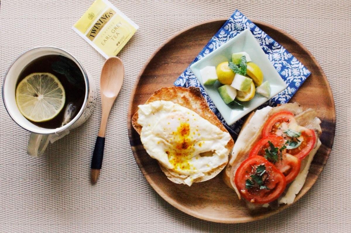 自己做早餐|香煎肉片羅勒番茄雞蛋起司三明治佐水果沙拉 | it's my pleasure