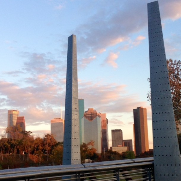 Downtown Houston, Buffalo Bayou, Houston Skyline at sunset, Buffalo Bayou Park, Sabine Street Park, running, #runhappy, marathon trianing, half marathon