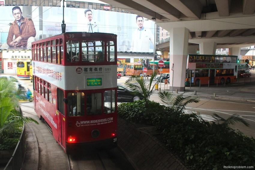 Двухэтажные трамваи в Гонконге.