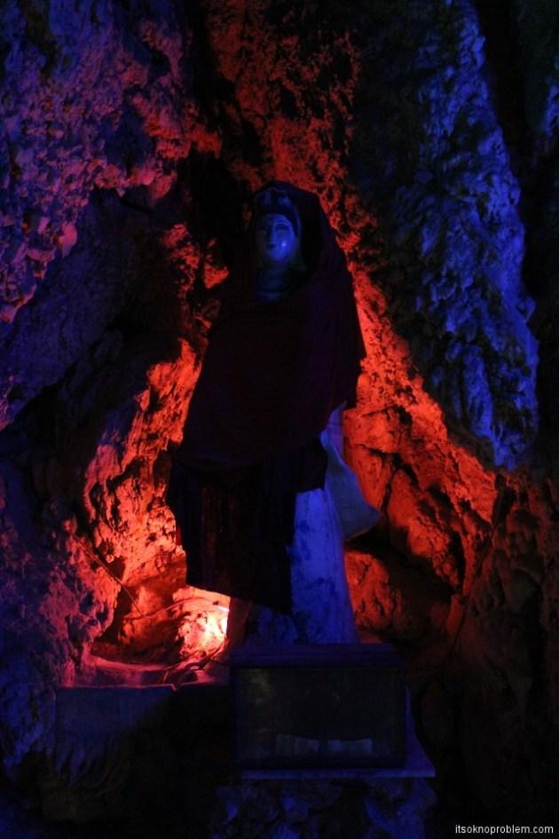 Пять героев гора Ланья. Пещера на пути к вершине