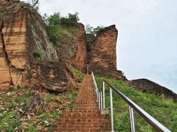 Stairs up Pa Hto Taw Gyi Pagoda