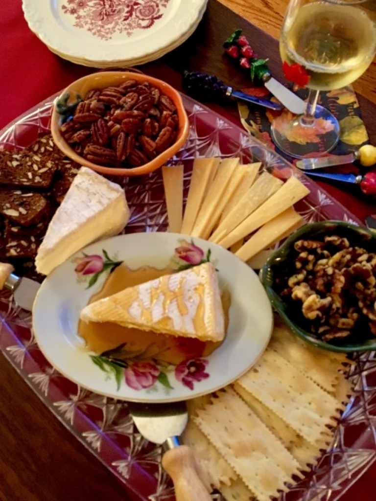 cheese-platter-with-herbed-nuts