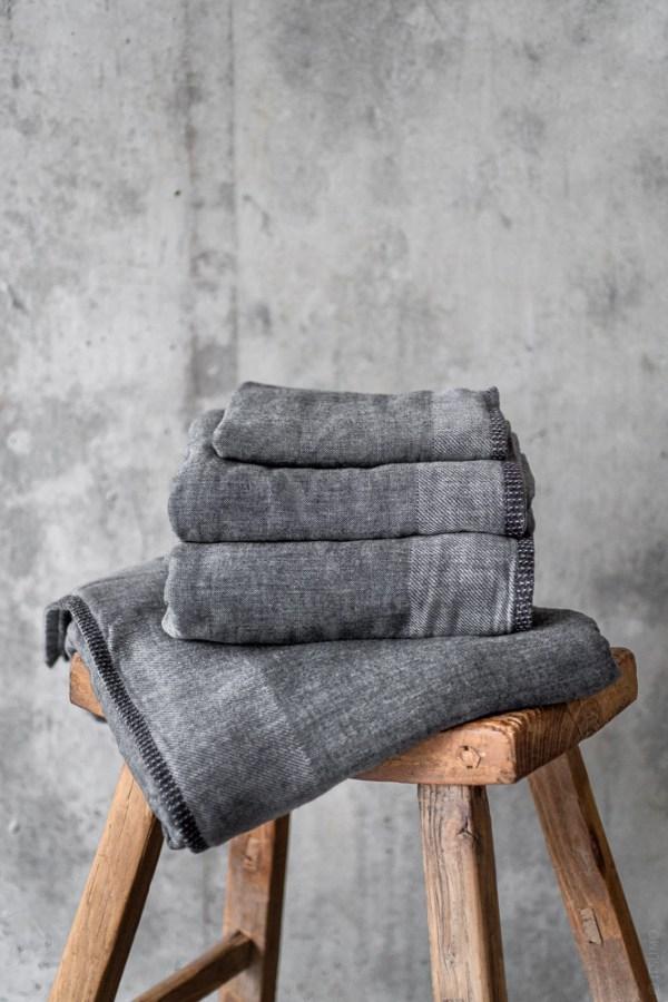 Uchino_Zen Charcoal Gauze & Pile Towel_dark grey_top