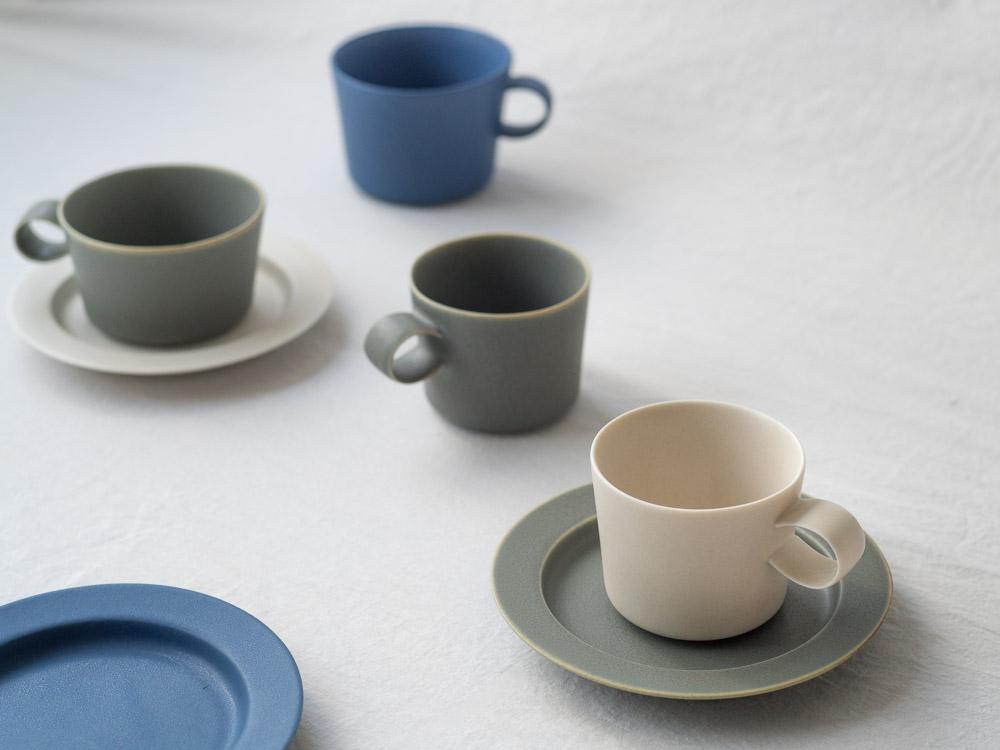 Yumiko Iihoshi Porcelain_tableware_unjour_cup & plate_suna_moku_ruri