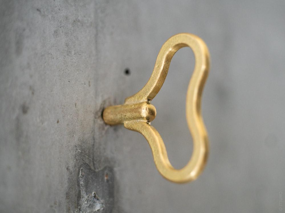 FUTAGAMI_Brass Zenmai Hook_bean