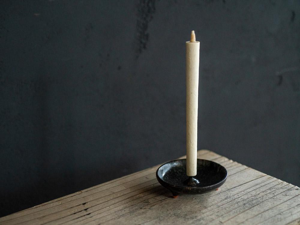 Daiyo_Mame Ceramic Candle Holder Black w- Sumac Wax Candle
