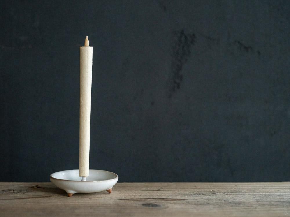 Daiyo_Mame Ceramic Candle Holder White w-Sumac Wax Candle
