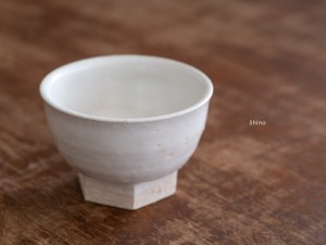Azmaya_Iga Small Bowl with Hexagonal Base_shino_dl