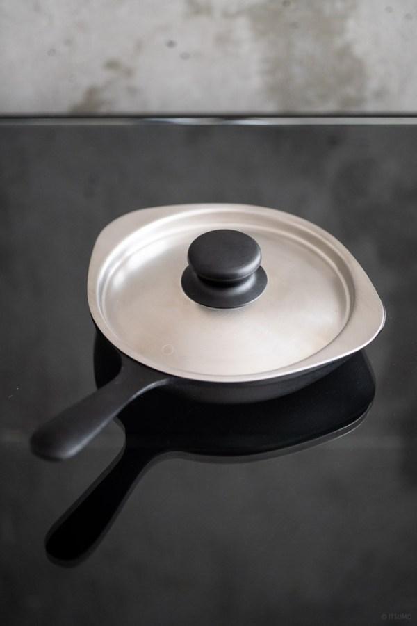 Sori Yanagi_Tekki Mini Pan_top