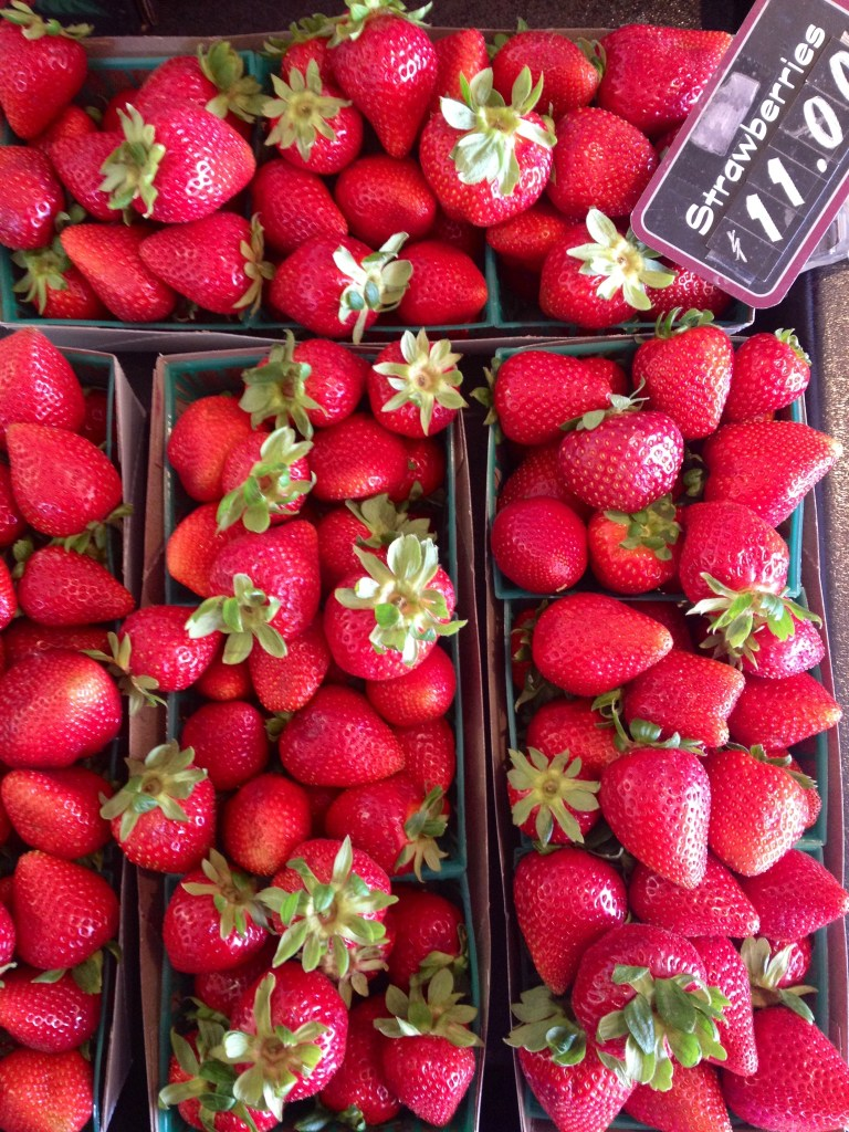 farmers market strawberries, itsy bitsy indulgences