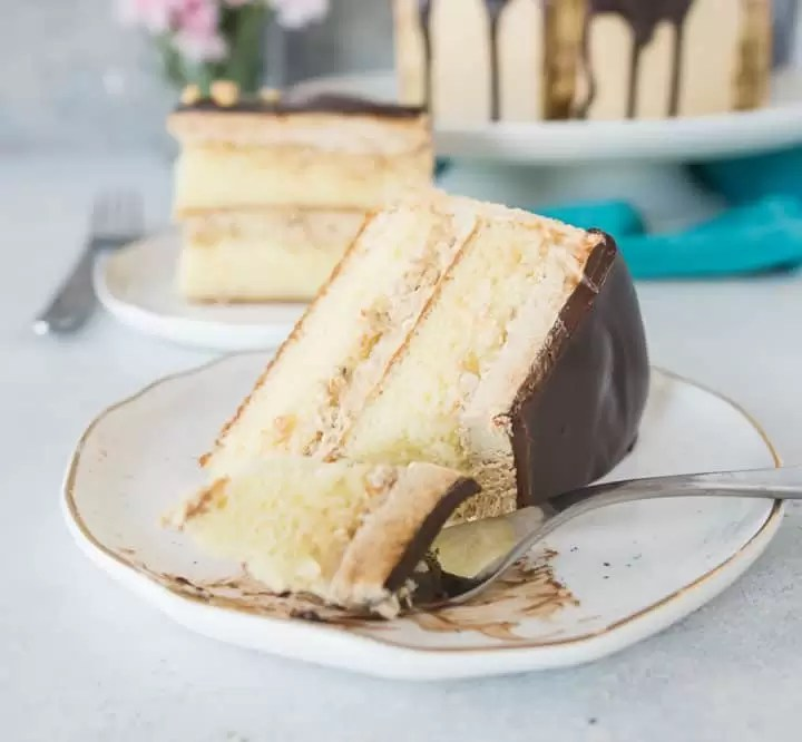 White chocolate layer cake with hazelnut espresso buttercream is a cake worthy of a celebration! recipe via itsybitsykitchen.com #cake #layercake