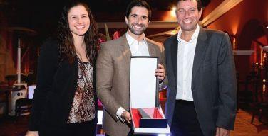 Dataimágenes-recibe-premio-de-IBM-Perú