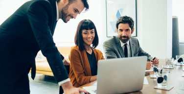 Los-pro-y-contra-de-invertir-en-sus-colaboradores