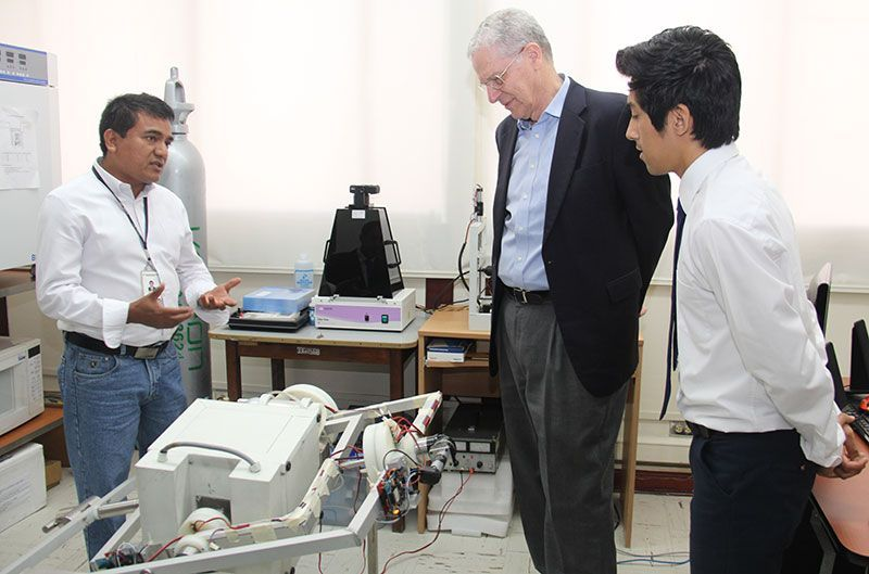 INICTEL-UNI recibió visita de galardonado Premio Nobel de Física