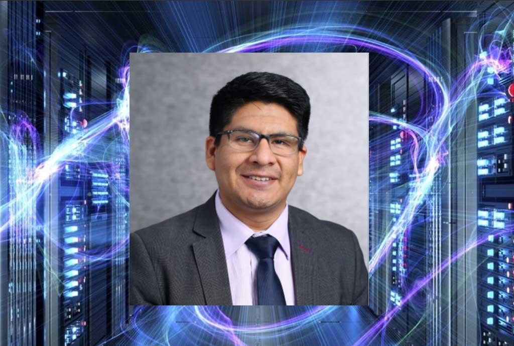 Educador-peruano-Carlos-Calla-es-reconocido-en-Microsoft
