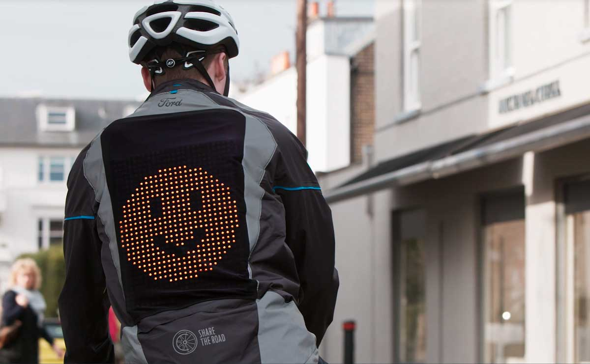 ford-crea-una-casaca-con-emojis-para-ciclistas