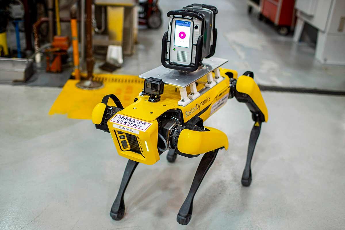 fluffy-y-spot-los-perros-robots-de-ford-que-optimizan-la-eficiencia-en-sus-plantas-de-produccion