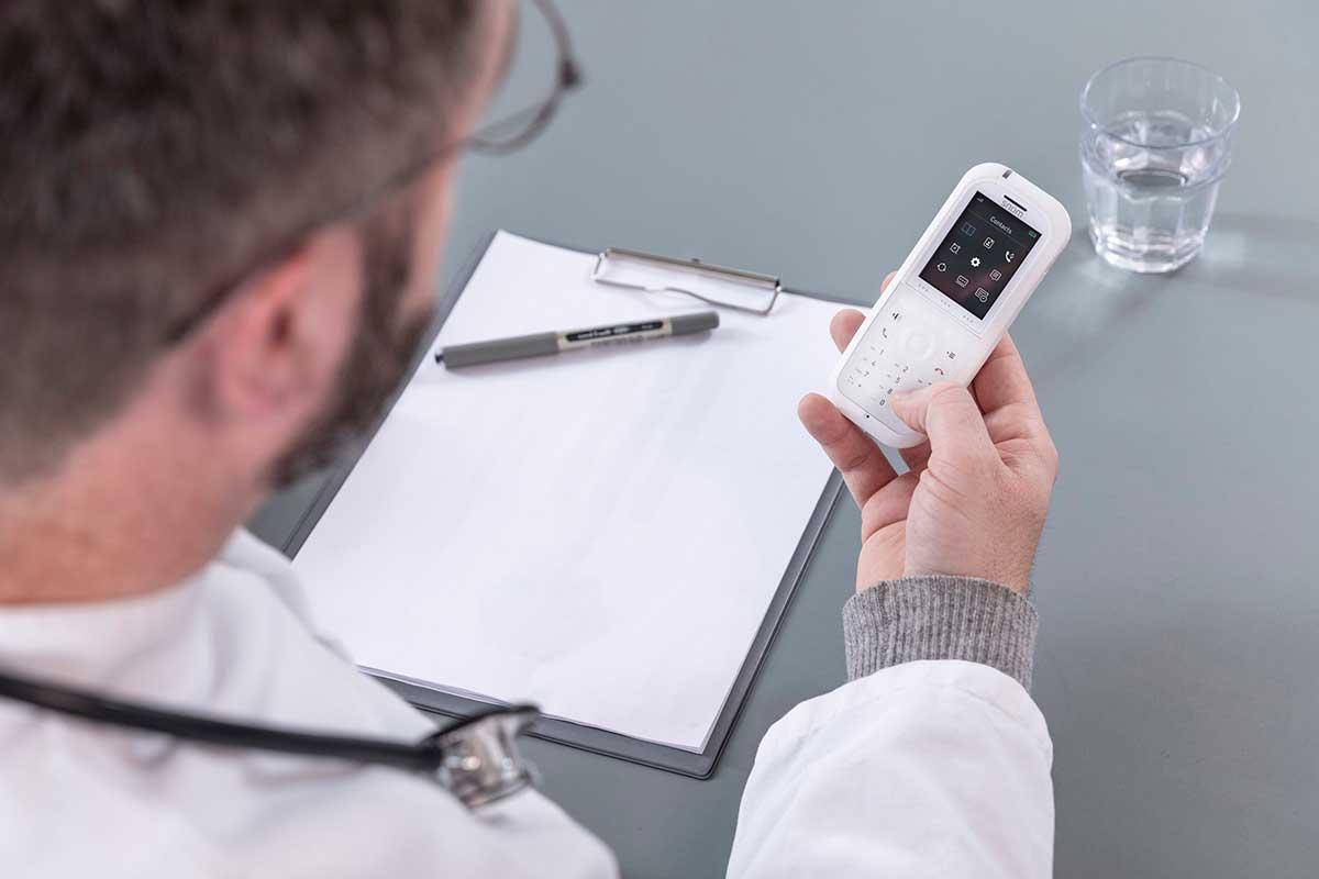 snom-ofrece-un-telefono-dect-m90-con-superficie-antimicrobiana-para-el-sector-sanitario
