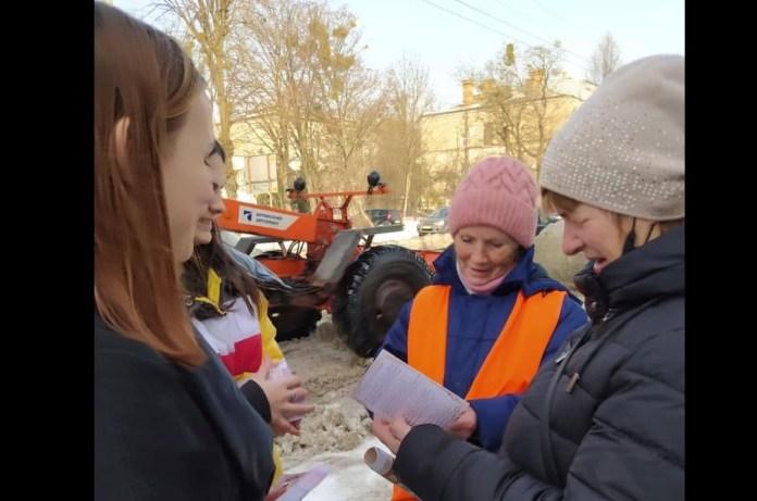 На вулицях міста рівнянам роздавали вірші та портрети Лесі Українки