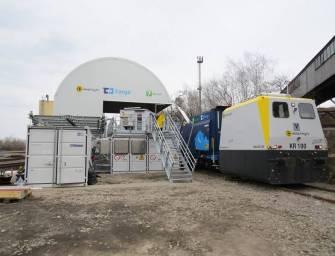 Uhlí vykládá robot