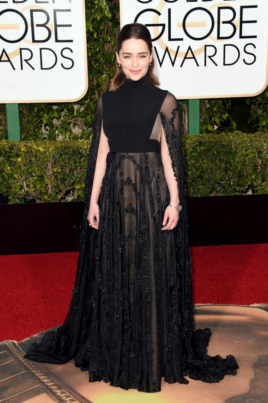 Emilia-Clarke-2016-Golden-Globes-Valentino-dress-1024x1539