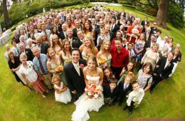 La nuntă trebuie să fii atentă să nu eclipsezi mireasa